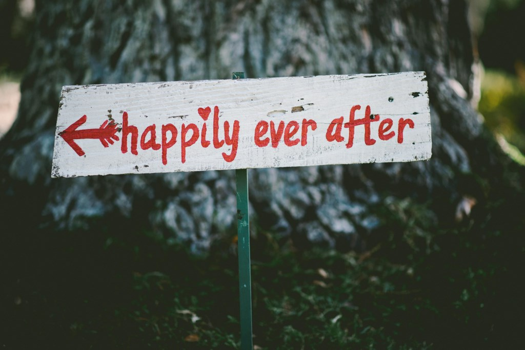 Foto mit Schild happily ever after